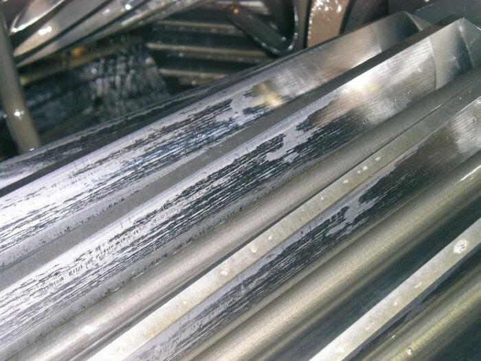 Микропитинги по промишлени редуктори – превенция с подходящото масло
