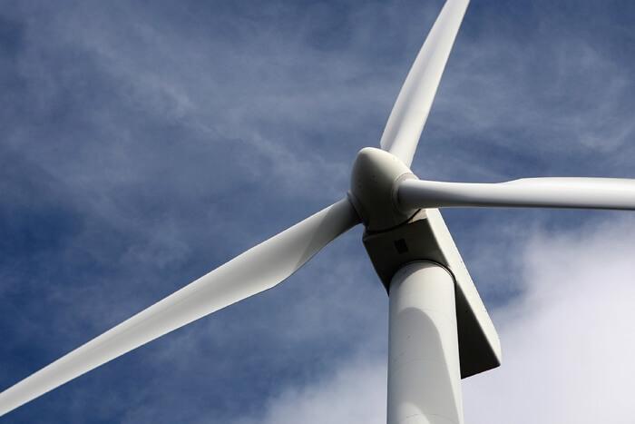 Вятърна турбина, която работи, благодарение на доброто масло за промишлени редуктори
